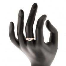 Złoty pierścionek 585 - rozdzielone cyrkoniowe ramiona, duża okrągła cyrkonia bezbarwnego koloru