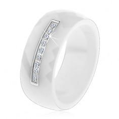 Pierścionek z białej ceramiki o wyszlifowanej powierzchni, cienki stalowy pas, cyrkonie
