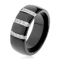 Czarny ceramiczny pierścionek o gładkiej powierzchni, trzy stalowe pasy z cyrkoniami
