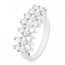 Pierścionek w srebrnym odcieniu, linia wyszlifowanych ziarnkowych cyrkonii