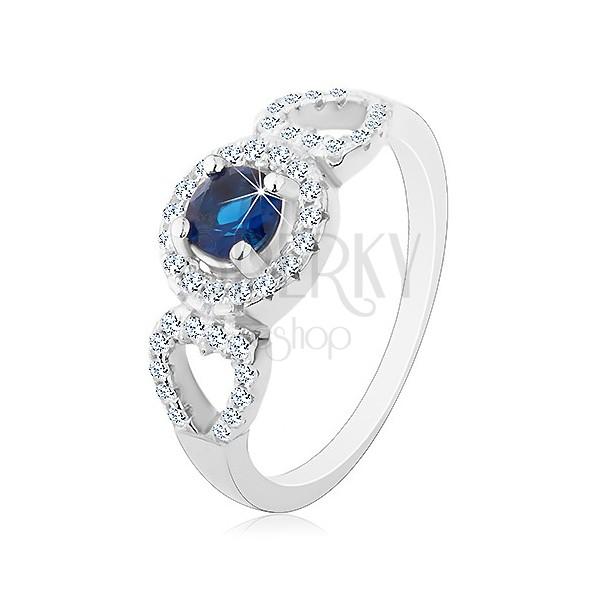 Pierścionek ze srebra 925, okrągła niebieska cyrkonia, błyszczące zarysy serc po bokach