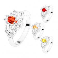 Pierścionek w srebrnym odcieniu z gładkimi lśniącymi łukami, kolorowe i bezbarwne cyrkonie