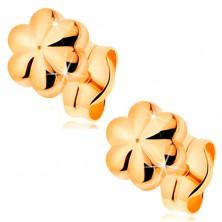 Kolczyki, wkręty z żółtego 585 złota - mały lśniący kwiatek z nacięciami