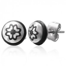 Stalowe kolczyki z symbolem czterolistnej koniczynki z czarną gumeczką