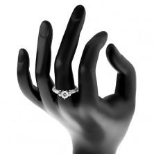Srebrny pierścionek 925, okrągła bezbarwna cyrkonia w dekoracyjnym koszyczku, błyszczące ramiona