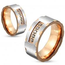 Dwukolorowy stalowy pierścionek, srebrny i miedziany odcień, nacięcia, bezbarwne cyrkonie, 6 mm