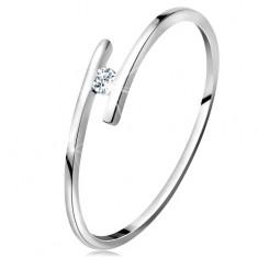 Pierścionek z białego 14K złota - cienkie lśniące ramiona, błyszczący bezbarwny brylant