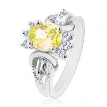 Pierścionek w srebrnym odcieniu, oszlifowany barwny owal, okrągłe i prostokątne bezbarwne cyrkonie