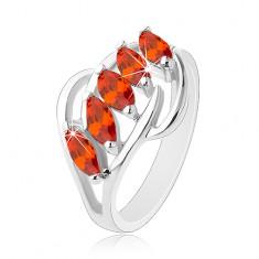 Pierścionek srebrnego koloru, lśniące łuki, pas pomarańczowych oszlifowanych ziarenek