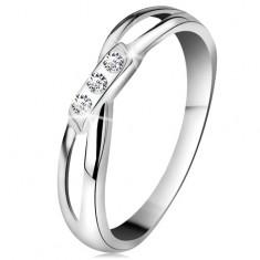Złoty 14K pierścionek - trzy okrągłe diamenty bezbarwnego koloru, rozdzielone ramiona, białe złoto
