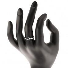 Diamentowy pierścionek z białego 14K złota - błyszczący bezbarwny brylant, lśniące zagięte ramiona