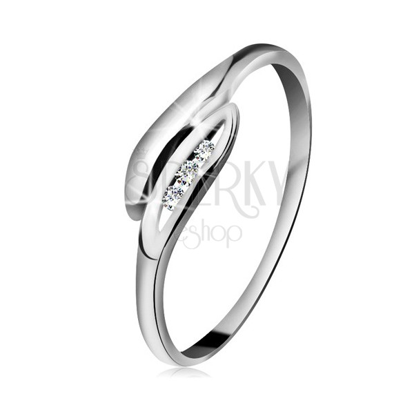 Brylantowy pierścionek z białego 14K złota - lekko zagięte listki, trzy przezroczyste diamenty