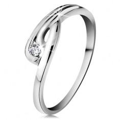 Pierścionek z białego 14K złota - błyszczący przezroczysty diament, zagięte ramiona z nacięciem