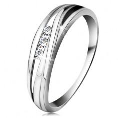 Brylantowy pierścionek z białego 14K złota, faliste linie ramion, trzy bezbarwne diamenty