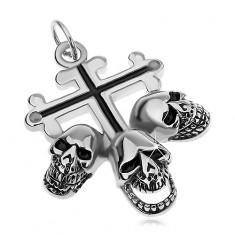 Stalowa zawieszka srebrnego koloru, liliowy krzyż z czarnymi pasami, trzy czaszki