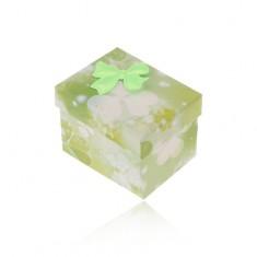 Zielono-białe pudełeczko na pierścionek lub kolczyki, wzór trójlistków, kokardka