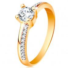 Złoty pierścionek 585 z błyszczącymi liniami i bezbarwną cyrkonią w koszyczku