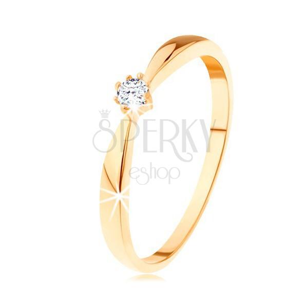 Pierścionek z żółtego 585 złota - zaokrąglone ramiona, okrągły diament bezbarwnego koloru