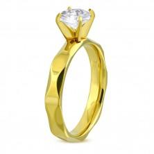Zaręczynowy pierścionek ze stali chirurgicznej złotego koloru, oszlifowane ramiona, bezbarwna cyrkonia