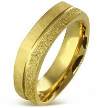 Kanciasty pierścionek ze stali chirurgicznej złotego koloru - piaskowany i satynowy pas, 7 mm