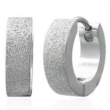 Piaskowane kolczyki ze stali chirurgicznej, kolor srebrny