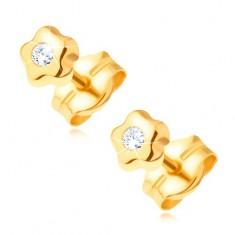 Złote kolczyki 585 - drobny kwiatek z bezbarwnym błyszczącym diamentem