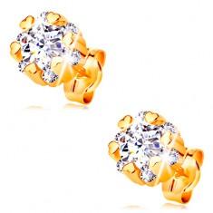 Złote 14K kolczyki - błyszczący kwiat bezbarwnego koloru i małe lśniące serca