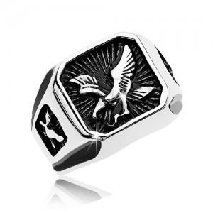 Masywny pierścień ze stali 316L, czarny patynowany kwadrat z drapieżnym ptakiem