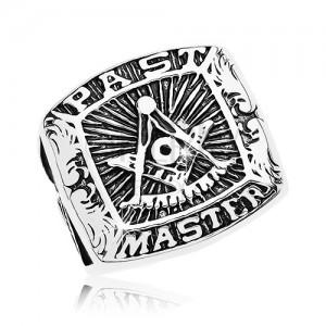 Pierścionek ze stali chirurgicznej, symbol masonerii i napis, czarna patyna