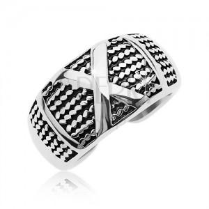 Patynowany stalowy pierścionek z wzorem cienkich łańcuszków i dużym X