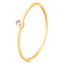 Złoty diamentowy pierścionek 585 - błyszczący bezbarwny brylant w okrągłej oprawie, cienkie ramiona