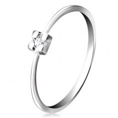 Pierścionek z białego 14K złota - diament bezbarwnego koloru w kwadratowym koszyczku