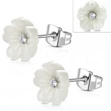 Stalowe kolczyki - perłowy biały kwiat z bezbarwną cyrkonią