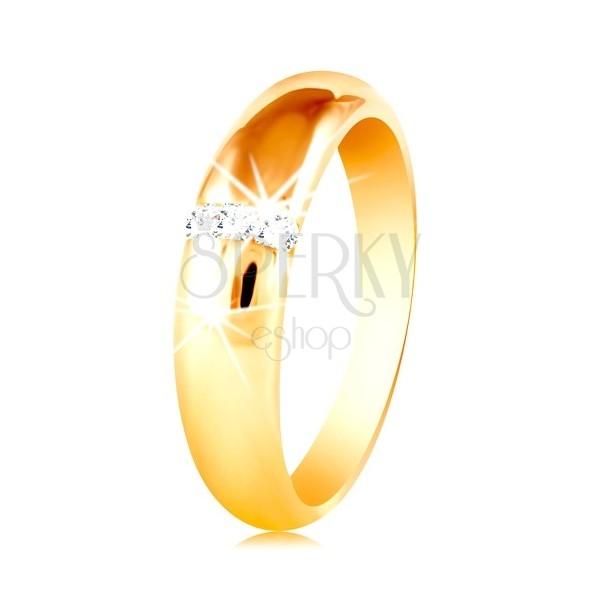 Obrączka z żółtego 14K złota z zaokrągloną powierzchnią i pionową linią cyrkonii