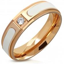 Stalowy pierścionek miedzianego koloru - podniesiony biały pasek, przezroczysta okrągła cyrkonia, 6 mm