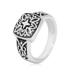 Srebrny pierścionek 925 - ozdobny kwadrat i rzeźbione ramiona z patyną