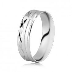 Srebrny pierścionek 925 - powierzchnia z ukośnymi nacięciami, nacięcia w kształcie X, cienkie linie