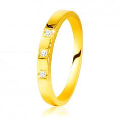 Diamentowy pierścionek z żółtego 585 złota - lśniące ramiona, trzy błyszczące brylanty