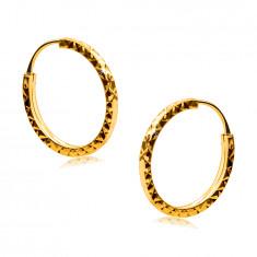 Kolczyki z żółtego złota 585 - kółeczka ozdobione diamentowym szlifem, kwadratowe ramiona, 14 mm