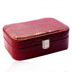 Czerwone pudełko na biżuterię z imitacji skóry krokodyla - prostokątny kształt, klamra