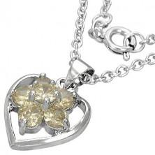 Naszyjnik z modnym kwiatem w sercu