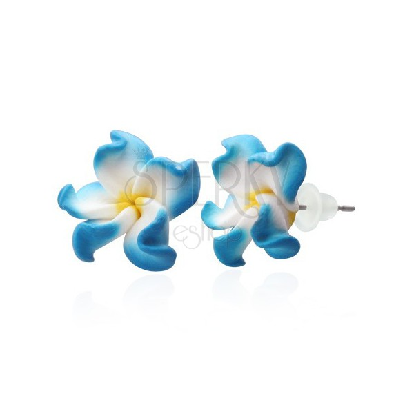 Fimo kolczyki - niebiesko-białe płatki, kwiat Plumeria