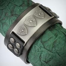 Skórzana wybijana bransoletka - metalowa klamra, królewski herb