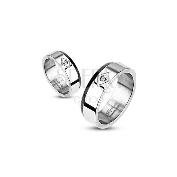 Stalowy pierścionek - ścięty czarny pas, cyrkonia w rombie