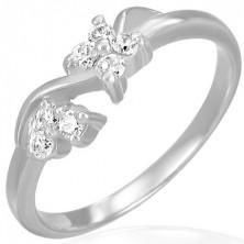 Zaręczynowy stalowy pierścionek - bezbarwne cyrkoniowe kwiatki na fali