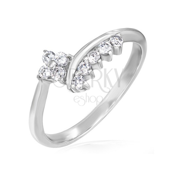 Delikatny pierścionek zaręczynowy - cyrkoniowy kwiatek i rząd cyrkonii