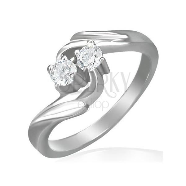 Pierścionek zaręczynowy - skręcony front, dwie cyrkonie