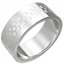 Stalowy pierścionek z wzorem w kształcie szachownicy