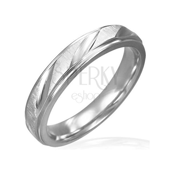 Damski stalowy pierścionek matowy z błyszczącymi nacięciami
