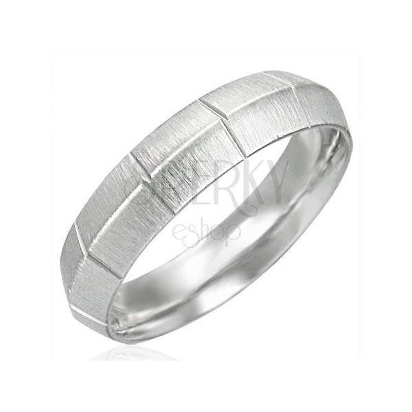 Damski stalowy matowy pierścionek z pionowymi rowkami, wyższy środek